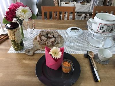 春のテーブルコディネート IKEAの紙ナプキン ピンク